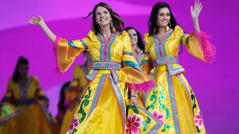 Участницы во время церемонии открытия конкурса