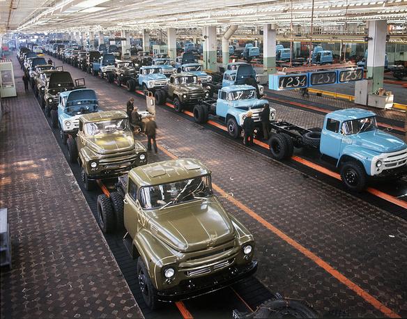 Отделочный конвейер нового сборочного корпуса завода ЗИЛ. Фото ИТАР-ТАСС/ Валентин Соболев