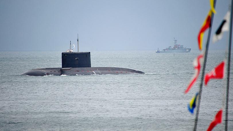 """Подводная лодка """"Варшавянка"""" во время парада кораблей"""