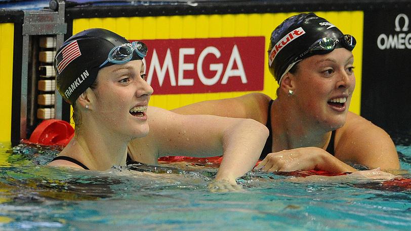 Мелисса Франклин и Эллисон Шмит, поделившие первое место на дистанции 200 метров вольным стилем