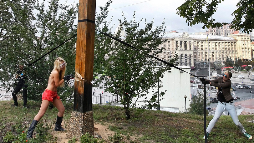 Акция в поддержку Pussy Riot в Киеве