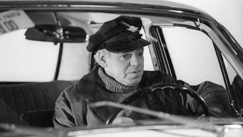 """Аркадий Райкин в роли таксиста. """"Люди и манекены"""" 1974 г."""