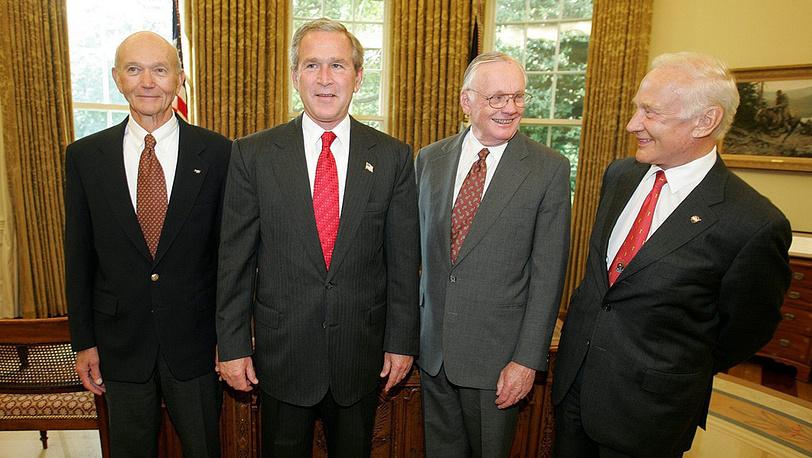 Коллинз, Армстронг, Олдрин и Джордж Буш, 21 июля 2004 года
