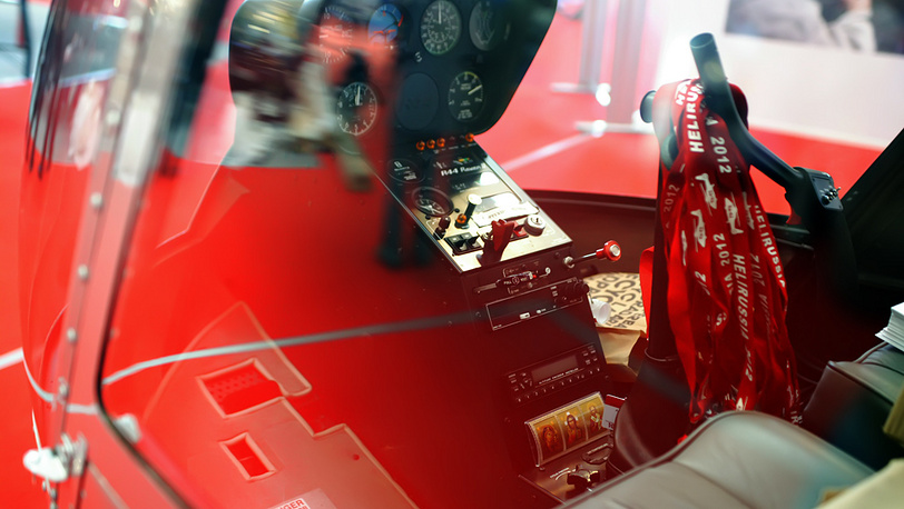 В кабине вертолёта на выставке HeliRussia-2012