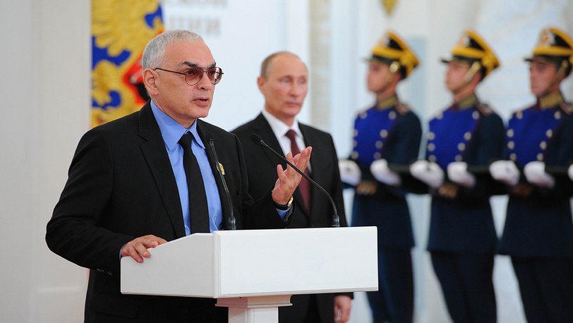 Режиссер Карен Шахназаров (слева)