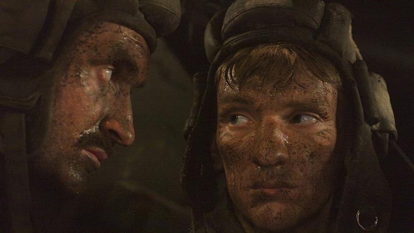 Алексей Вертков в роли Ивана Найденова (справа)