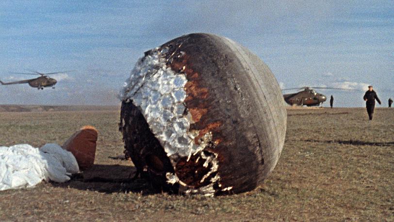 Алтайский край. Поисковая группа обнаружила приземлившийся спускаемый аппарат. 1963 год