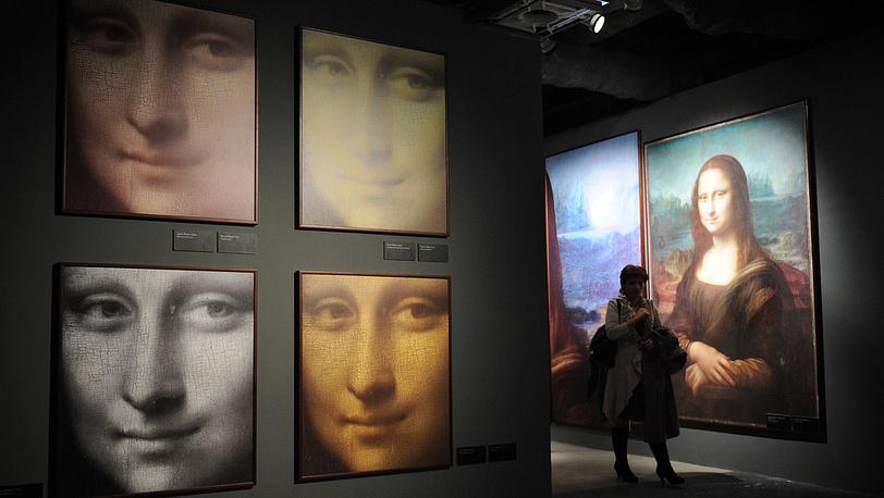 """Репродукции картины """"Мона Лиза"""" на выставке """"Гений да Винчи"""" в Москве"""
