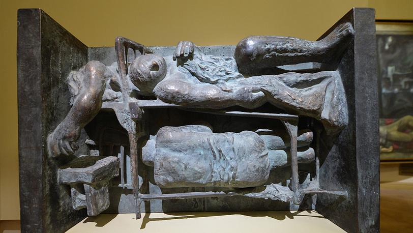 """Скульптура Д.Д.Каминкера """"Сон в казарме"""""""