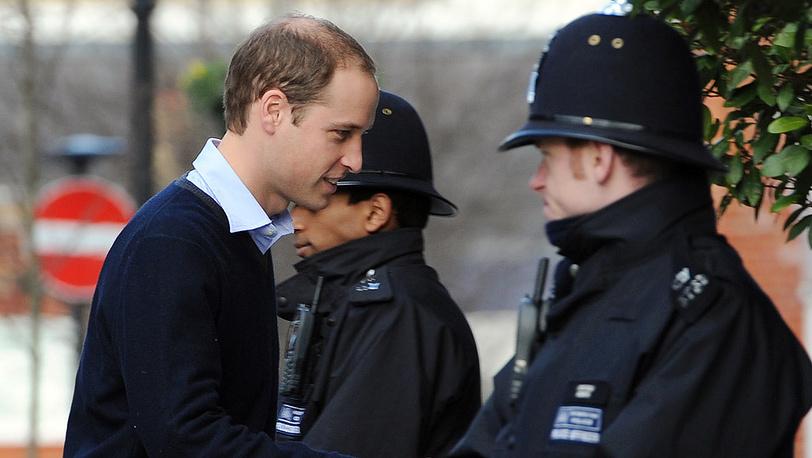 Принц Уильям заходит в лондонскую больницу имени Эдуарда VII