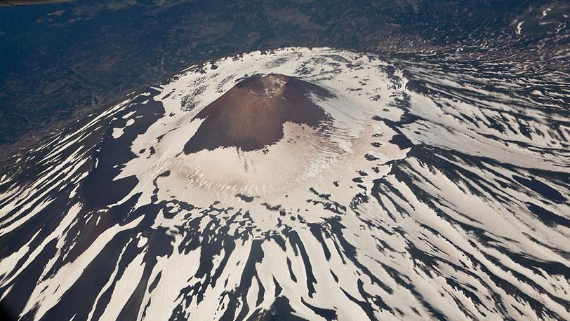 Вулкан Тятя на острове Кунашир
