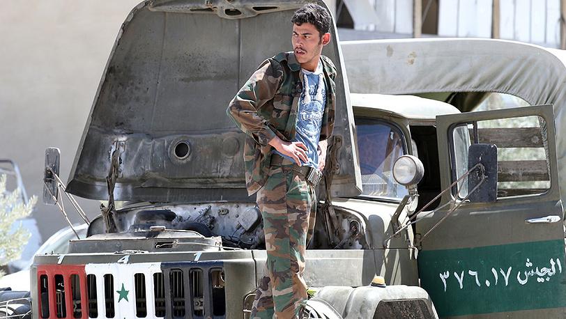 Солдат сирийской армии вблизи города Маалюля к северо-востоку от Дамаска. Фото ИТАР-ТАСС/ Михаил Почуев