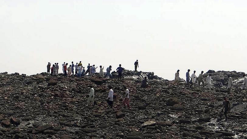 Остров возле города Гвадар, образовавшийся в результате землетрясения в Пакистане. Фото EPA/PAKISTAN GOVERNMENT