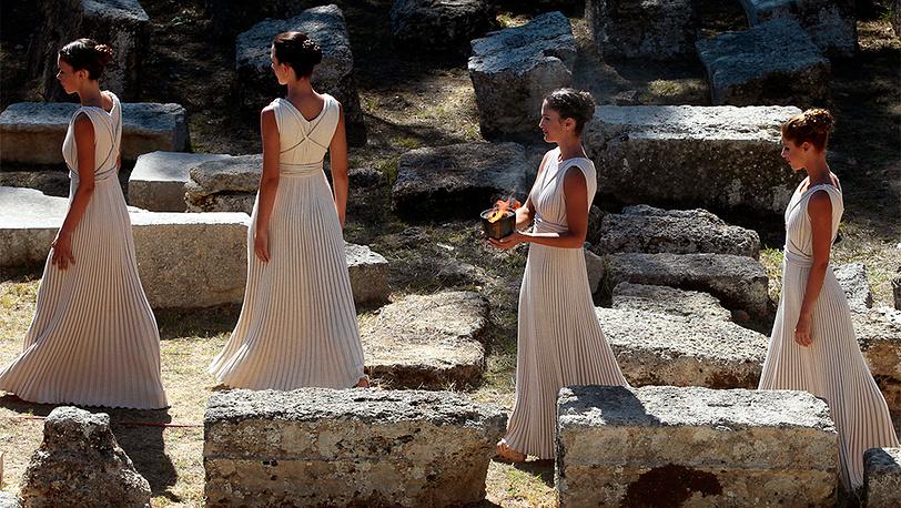 Репетиция церемонии зажжения Олимпийского огня Игр-2014 в Древней Олимпии. Фото EPA/ORESTIS PANAGIOTOU