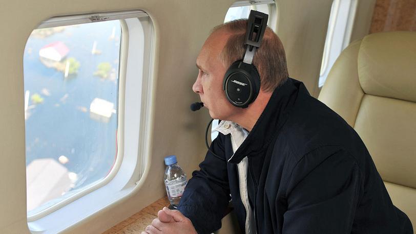 Во время осмотра затопленных районов Амурской области с вертолета. Фото ИТАР-ТАСС/ Алексей Никольский