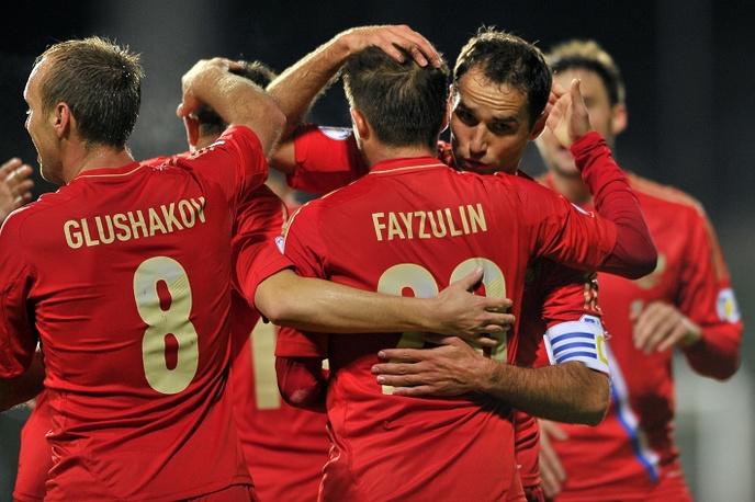 Игроки сборной России празднуют гол в ворота команды Люксембурга