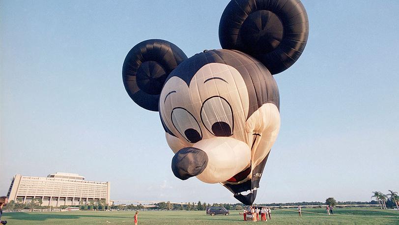 Празднование 15-й годовщины Walt Disney World. Фото AP/Kathy Willens