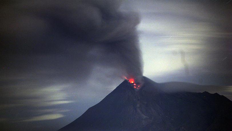 Вулкан Рокатенда /Индонезия/. 10 августа 2013. Фото AP /Achmad Ibrahim