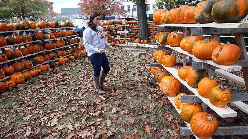 Подготовка к фестивалю Keene Pumpkin Festival. Фото AP Photo/Jim Cole