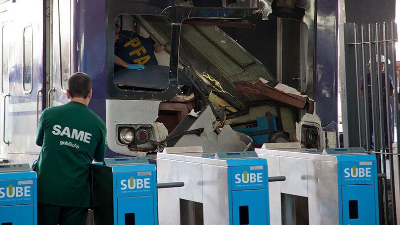 Последствия аварии пригородного поезда в Буэнос-Айресе. Фото AP Photo/Eduardo Di Baia