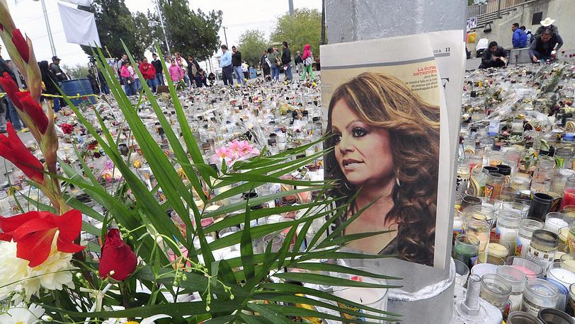 Прощание с Дженни Риверой. Фото EPA/MIGUEL SIERRA