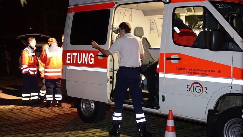 На месте операции по обезвреживанию мужчины, захватившего заложников во Фрайбурге. Фото EPA/PATRICK SEEGER