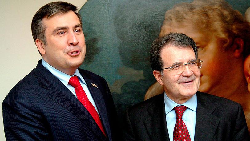 6 апреля 2004 года в Брюсселе состоялась встреча Михаила Саакашвили с президентом Еврокомиссии Романо Проди. По итогам визита глава грузинского государства высказался за вступление Грузии в Евросоюз. Фото EPA/EC