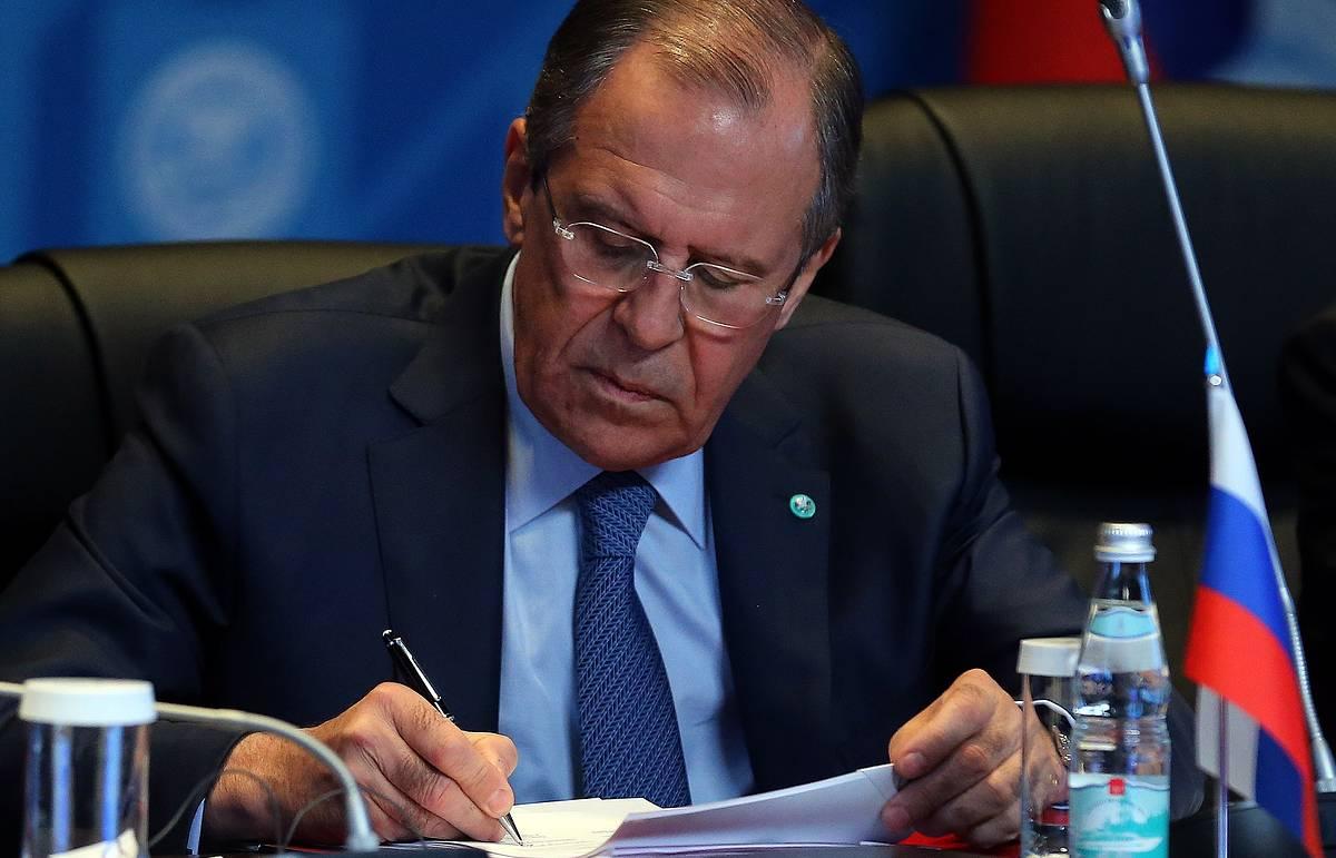 Лавров: Россия не намерена ломать Договор о ракетах средней и меньшей дальности