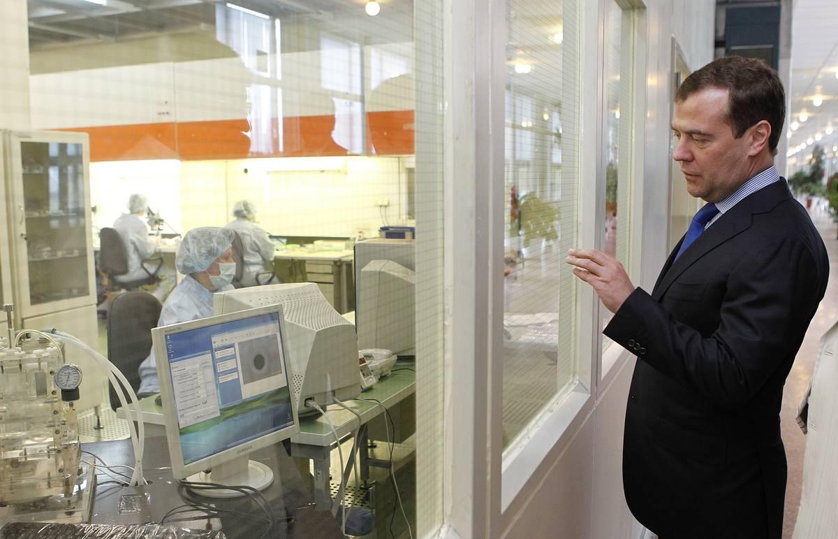 Медведев утвердил перечень из 35 госкомпаний, чьи закупки подлежат госконтролю