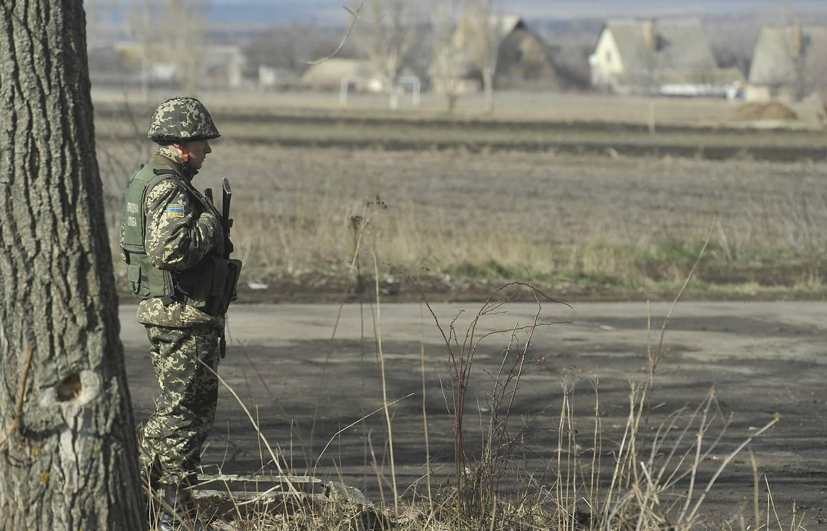 Двое военнослужащих ВВ МВД, случайно пересекшие границу с Украиной, переданы России