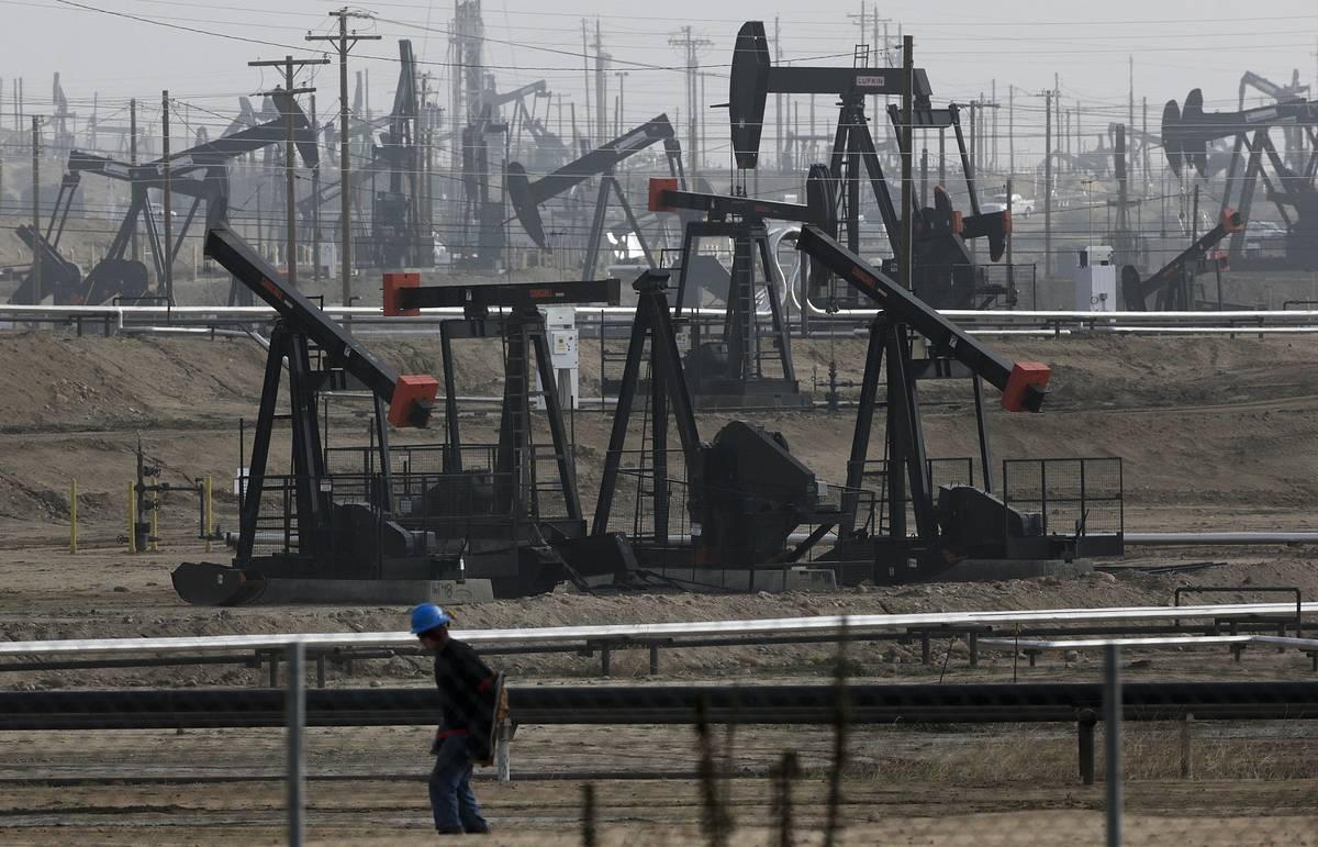 Bloomberg: лидеры Конгресса США договорились о снятии запрета на экспорт нефти из страны