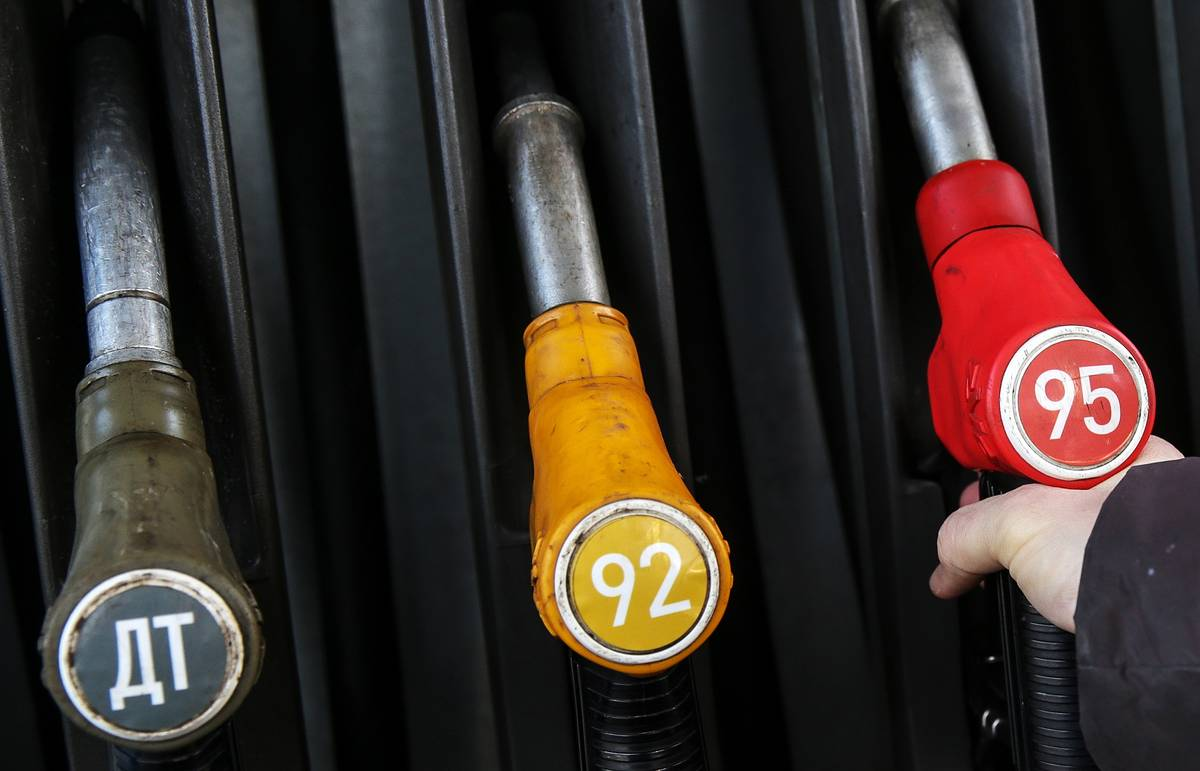 Минфин РФ ожидает роста цен на бензин в 2016 году на 5% при цене нефти в $30 за баррель