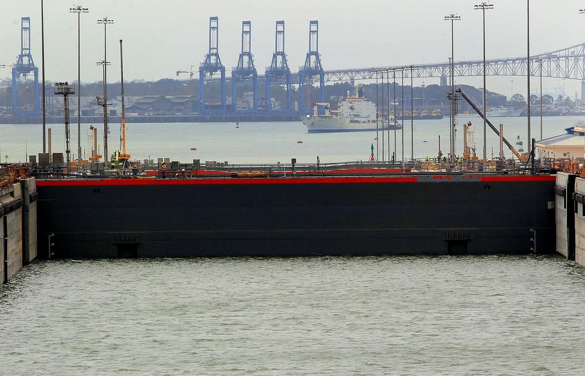 Администрация Панамского канала ограничивает проход судов из-за засухи