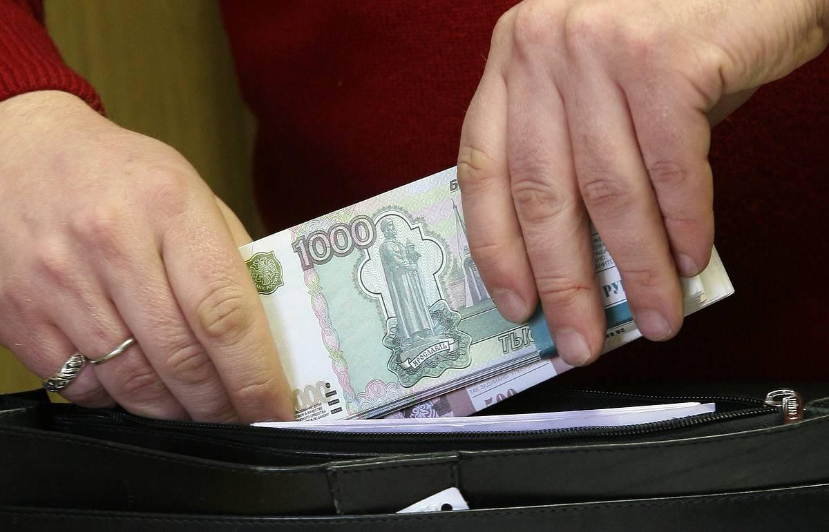 Медведев: правительство с 1 июля повысит МРОТ до 7,5 тысячи рублей