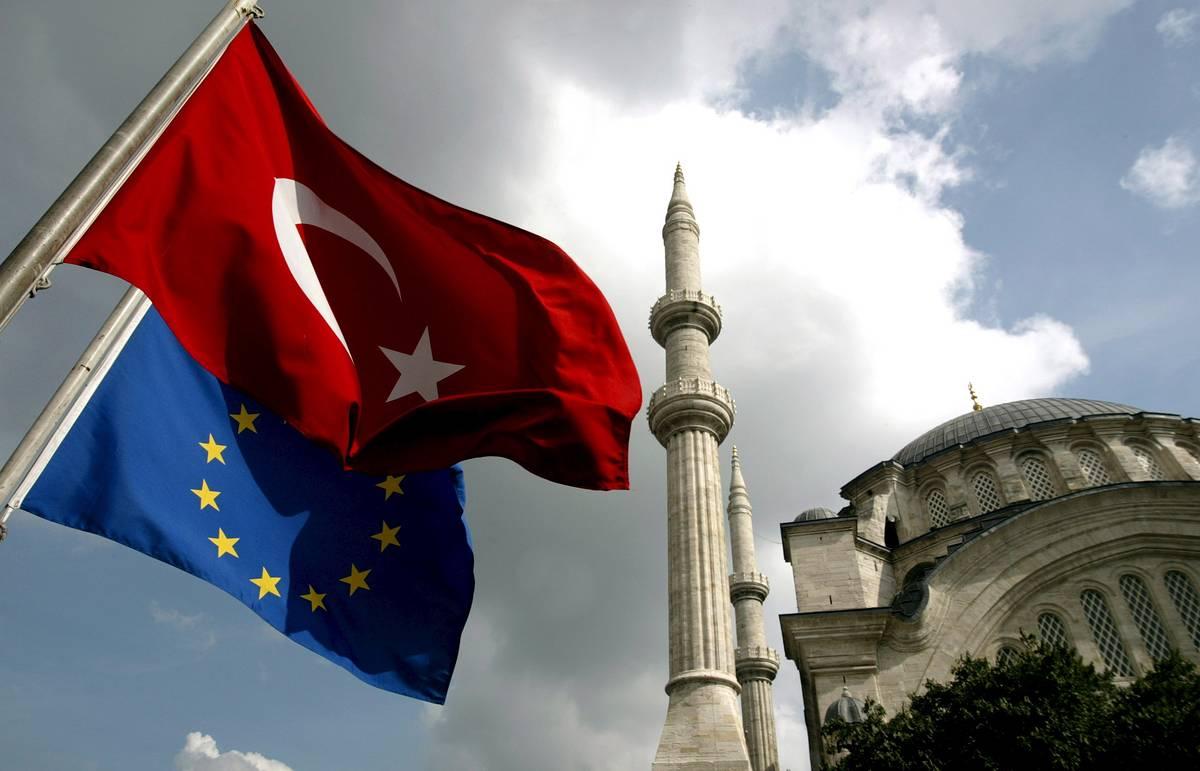 """""""Абсолютно вне дискуссии"""": почему ЕС заморозил визовую либерализацию Турции"""