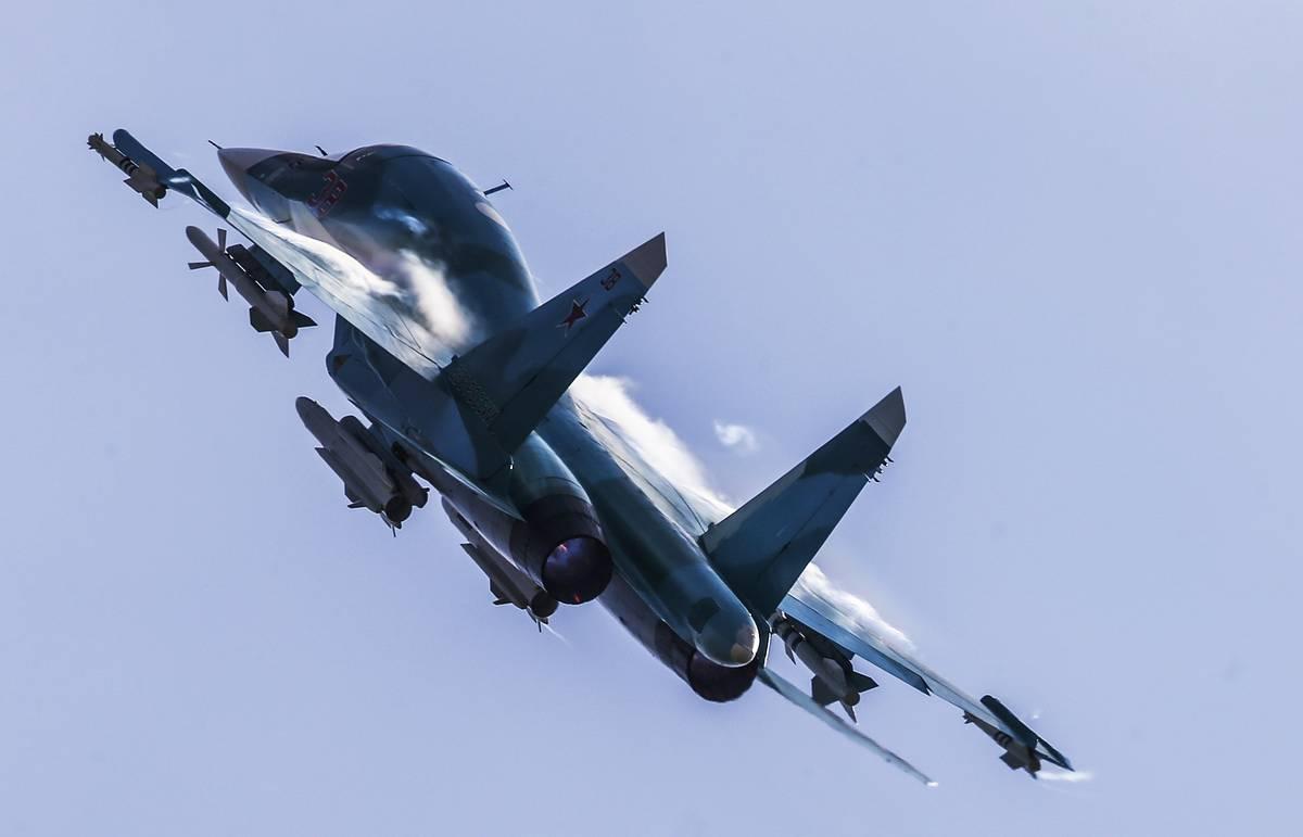 Бомбардировщики Су-34 выполнили полеты в стратосферу