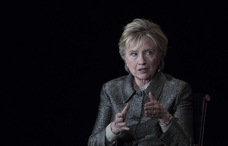 Хиллари Клинтон в мемуарах сравнила себя с королевой из 'Игры престоло