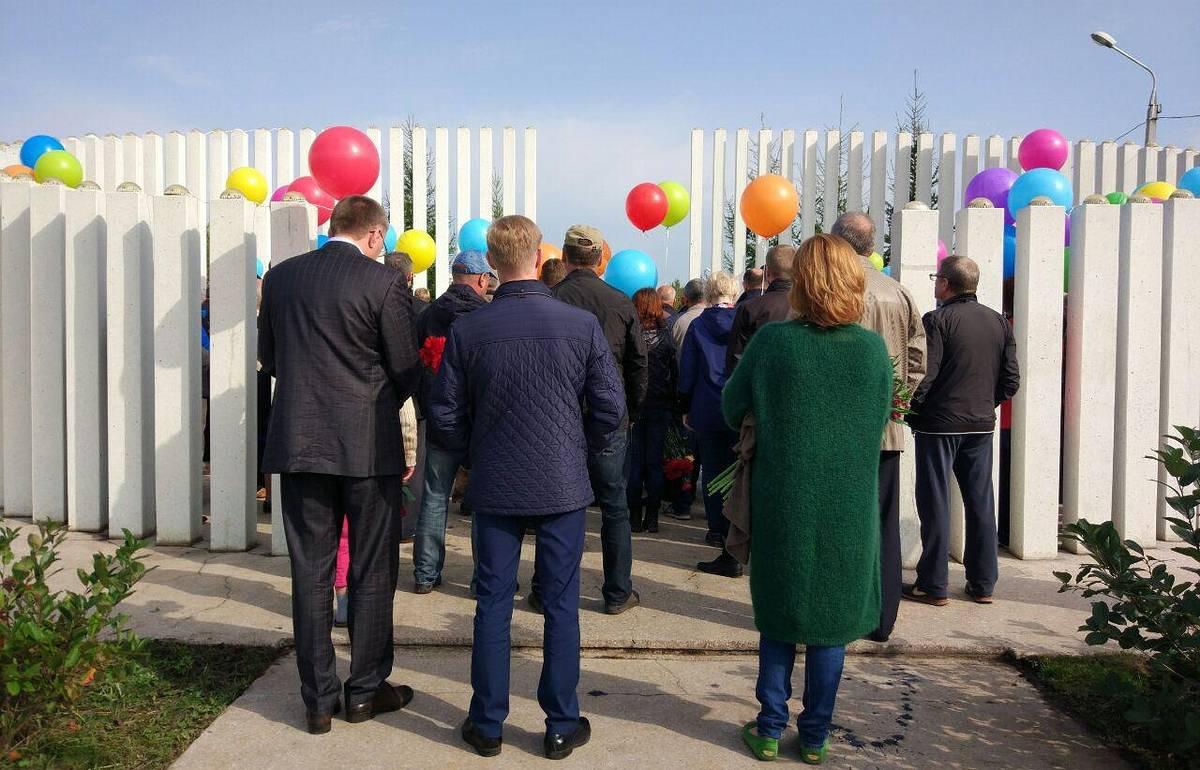 Воздушные шары с именами погибших в авиакатастрофе Boeing 737 поднялис