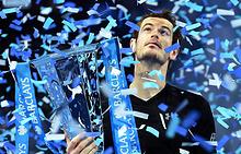 Энди Маррей с кубком победителя Итогового турнира ATP