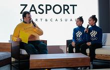 Спортивный комментатор Василий Уткин и российские гимнастки Арина и Дина Аверины