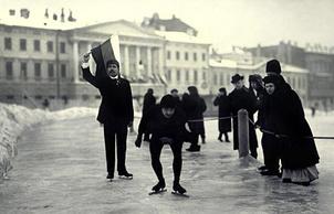 Конькобежные состязания на Марсовом поле. На старте Г.С.Киселев. 1914 год.