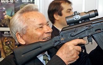 Rifle designer Mikhail Kalashnikov at MILEX international weapons expo