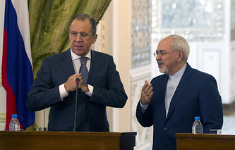 Iranian Foreign Minister Javad Zarif (R) and his Russian counterpart Sergei Lavrov (L)