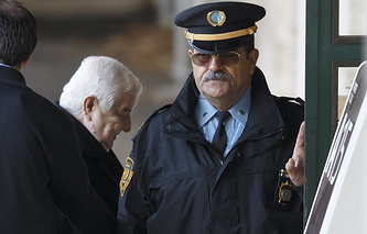 Syrian Foreign Minister Walid Muallem (C) arrives for start of negotiations at the European headquarters of the United Nations, in Geneva, Switzerland, 24 January 2014