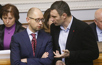 Vitali Klitschko (R), leader of the UDAR party speaks with Arseniy Yatsenyuk