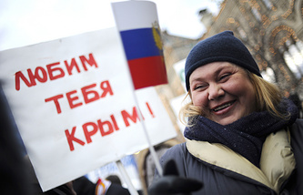 "A rallier with a poster saying: ""Love you, Crimea"""