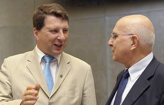 Raimonds Vejonis (left)