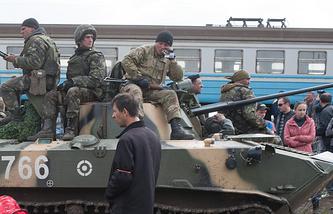 Soldiers seen near a railway in Kramatorsk