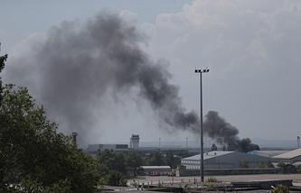Black smoke rises over Donetsk airport