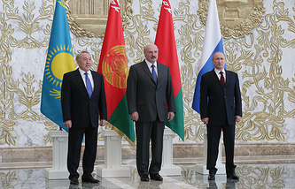 Right to left: Vladimir Putin, Alexander Lukashenko and Nursultan Nazarbayev (archive)